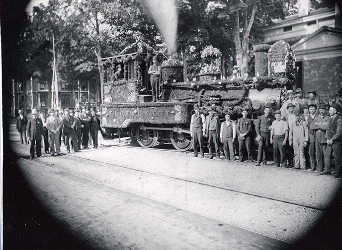 57 134 1 Floral Fete D&H locomotive circa 1900.jpg